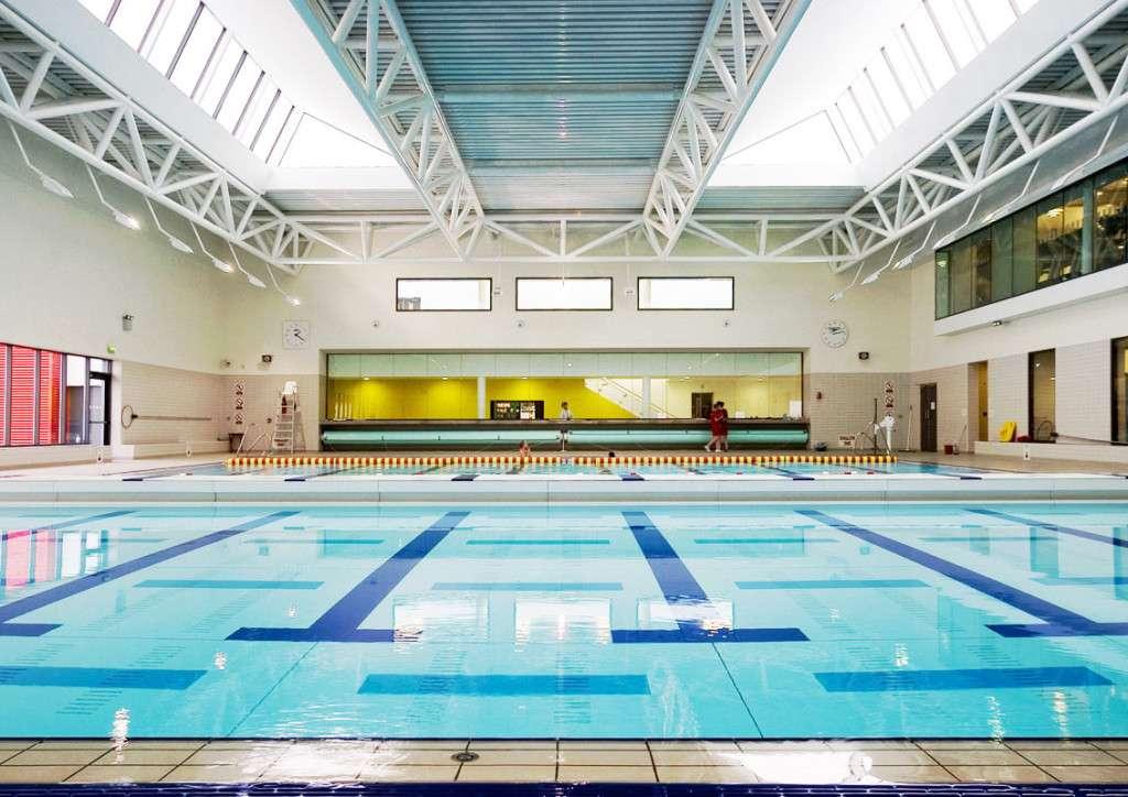 Lifesaving skills class lifesaving course swimming - Bray swimming pool and leisure centre ...